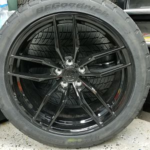 "20"" CUSTOM FORGED STAGGERED RIMS & TIRES"